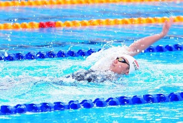 Cách bơi ngửa như thế nào? Tìm hiểu kỹ thuật bơi ngửa