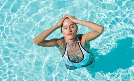 điều chỉnh phần ngực khi bơi