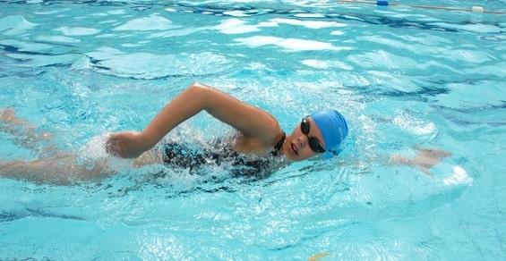 kỹ thuật đạp chân khi bơi sải